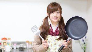 料理をしている女の子