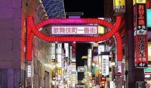 新宿歌舞伎町の街並み