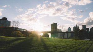 日の出が似合う街