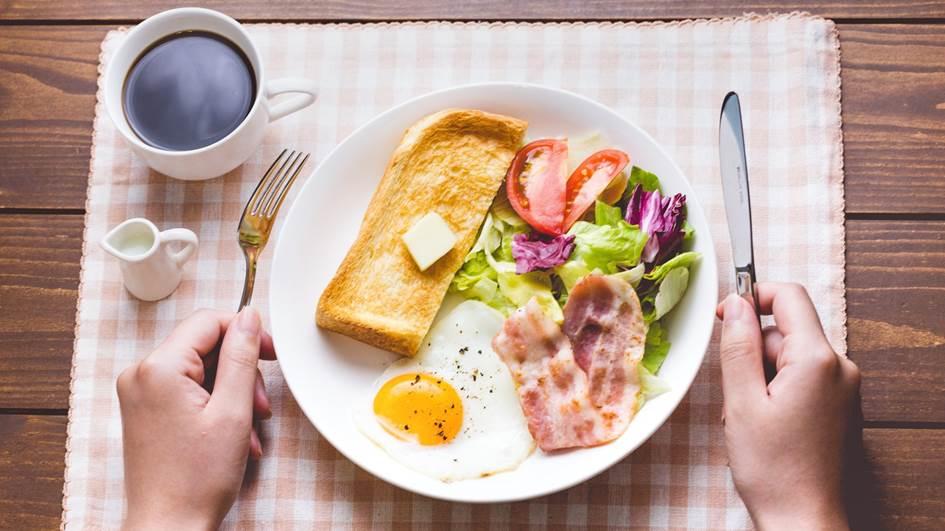 食卓に並んだ朝ごはん
