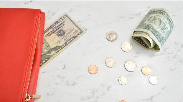 一人暮らしの生活費平均って何円?詳しい内訳・年代・収入による違い